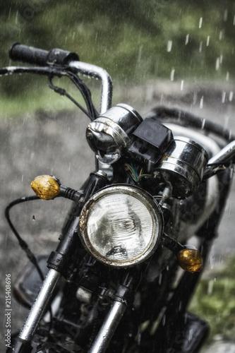 Staande foto Paardebloemen en water Drops of rain fall on parked vehicles in the parking lot