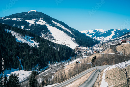 Fotobehang Alpen Beautiful Austrian Alps village during sunny winter day