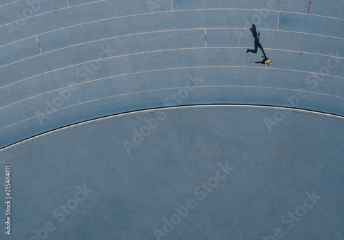Fotografía Aerial view of an athlete running on track