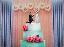 Wedding Cake With Bride And Groom Statuettes