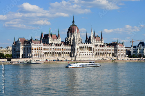 Fotobehang Boedapest View of Parliament and Danube River in Budapest
