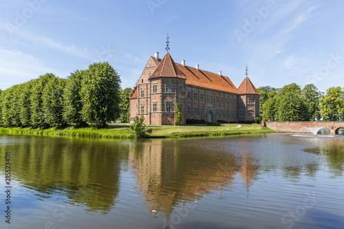 Fotografia Voergaard Castle near Dronninglund on the North Jutland peninsula