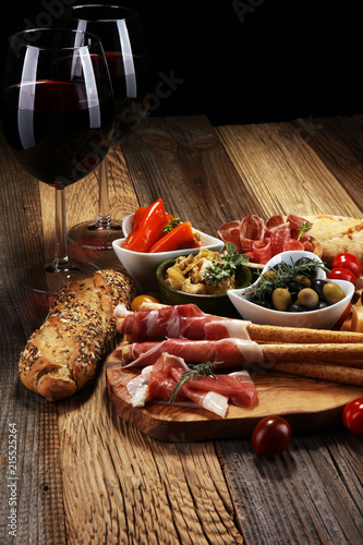 Canvas Italian antipasti wine snacks set