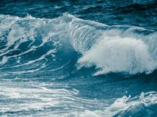 Big Ocean Waves Crashing The Seashore