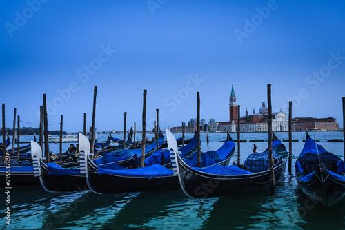 Foto op Canvas Gondolas Gondeln, Venedig mit Blick auf San Giorgio Maggiore
