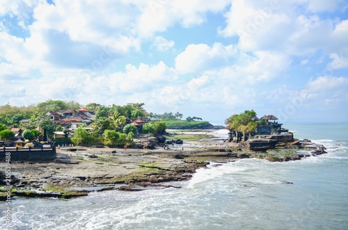 Foto  Beautiful Scenery of Tanah Lot Temple in the Island of Bali