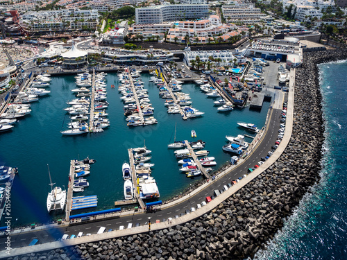 Fotobehang Donkergrijs Aerial view of the south side of the Tenerife Island, including playa de las americas