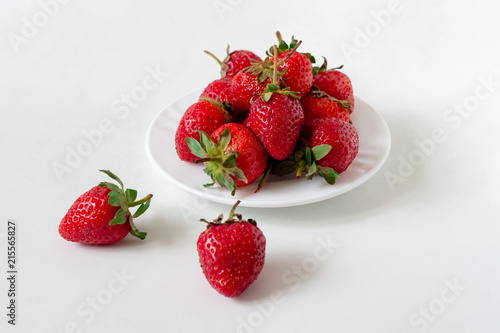 Valokuva  Strawberries in a white plate
