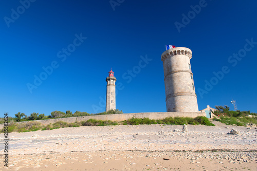 Fotobehang Stad gebouw Ile de Ré - The lighthouse Phare des Baleines and old museum
