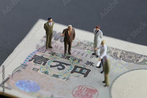 Fotografía  10万円と会議