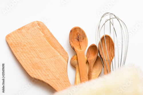 Fotografía  Kitchen accessories or kit of kitchenware packed in fluffy cloth, white background