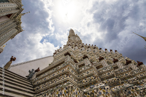 Foto  The Sun over Wat Arun, Bangkok Thailand