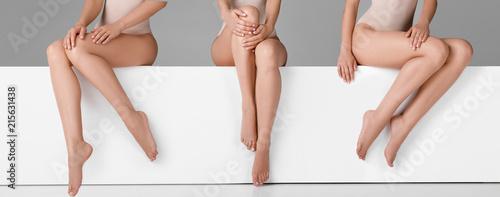Obraz beautiful woman with slim legs - fototapety do salonu