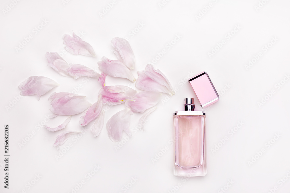 Fototapety, obrazy: perfume and flower petals top view