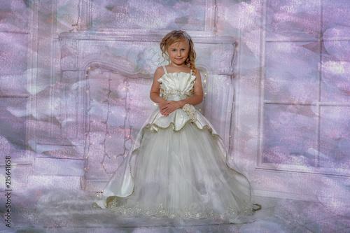 Cuadros en Lienzo young aristocrat in a smart white dress