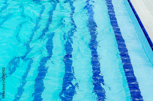 Ingelijste posters Kristallen floor paths in the swimming pool