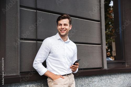 Fototapeta Portrait of a smiling young formal dressed man obraz