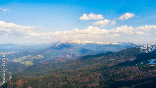 Poster Blauwe hemel Landscape of the Carpathian Mountain