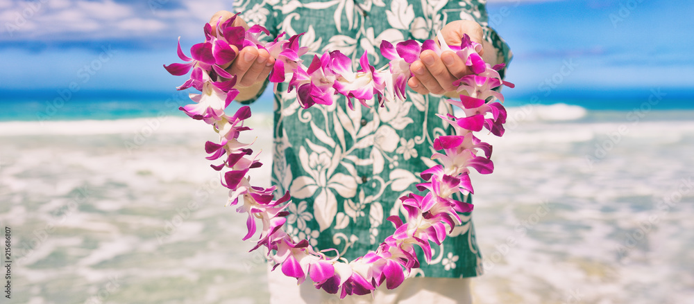 Fototapeta Hawaii welcome hawaiian lei flower necklace offering to tourist as welcoming gesture for luau party or beach vacation. Polynesian tradition.