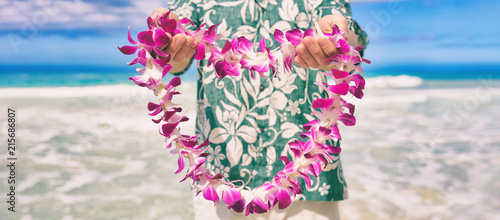 Fototapeta  Hawaii welcome hawaiian lei flower necklace offering to tourist as welcoming gesture for luau party or beach vacation