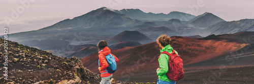 Obraz na plátně Hawaii Maui hikers couple hiking in mountains landscape banner panorama