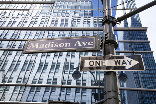 Fotografía Street sign of Madison avenue in New York City, USA