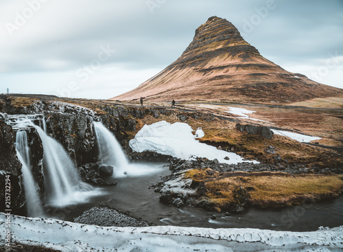 Keuken foto achterwand Zwart Kirkjufellsfoss and Kirkjufell Icelandic, Church mountain , a 463 m high mountain on the north coast of Iceland's Snaefellsnes peninsula, near the town of Grundarfjordur, Iceland