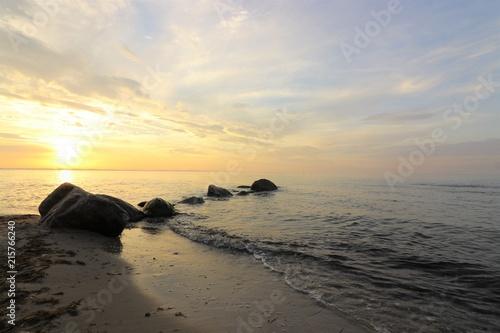 Fényképezés traumhaft schöner Sonnenuntergang an der See, Konzept Seebestattung, Trauer, Tod
