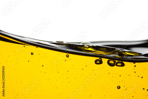 Fotografía  Pouring oil car motor or olive vegetable cooking and bubble isolated on white ba