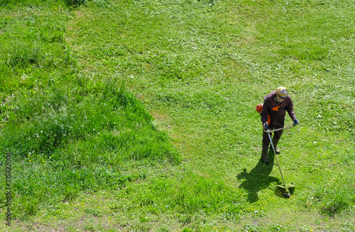 Valokuva Grass bevel with gas-powered string trimmer