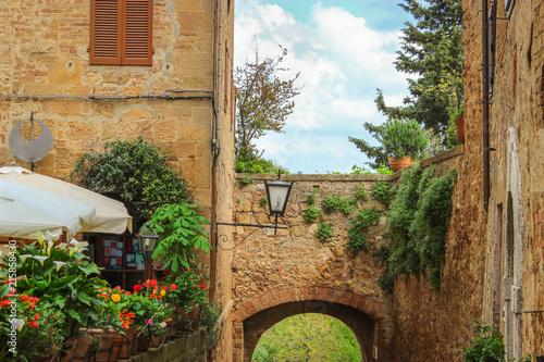Spoed Foto op Canvas Mediterraans Europa Italian Medieval Town