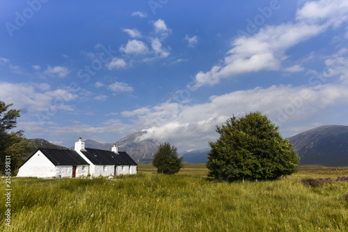 Fotografie, Obraz Scenic view of Glencoe with cute little white houses in the scottish Highlands,