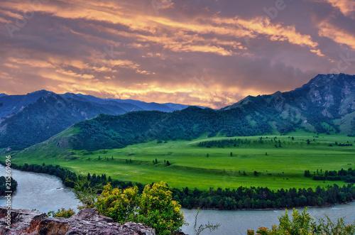 Fototapeta Pink twilight over turquoise mountain river Katun, Altai mountains, Russia obraz na płótnie