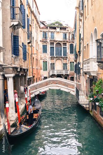 Fototapety, obrazy: Venice, Italy-September 28, 2013: narrow Strait, bridge, gondola and gondoliers.