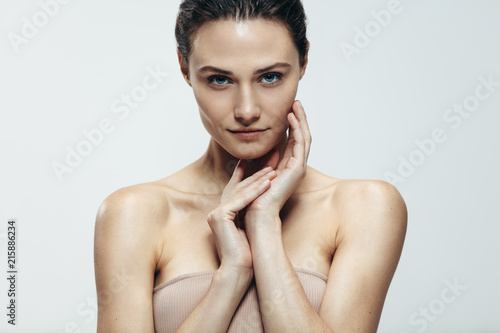 Fotografía  Beauty portrait of woman with natural skin