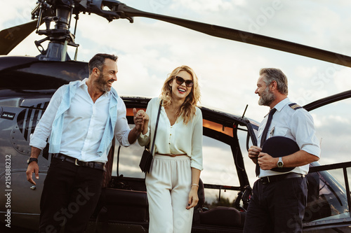 Cuadros en Lienzo Loving couple traveling by their helicopter