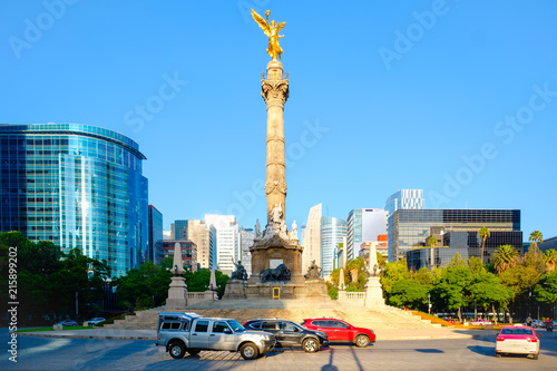 Tuinposter The Angel of Independence at Paseo de la Reforma in Mexico City