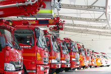 ズラリと並んだ消防車と救急車