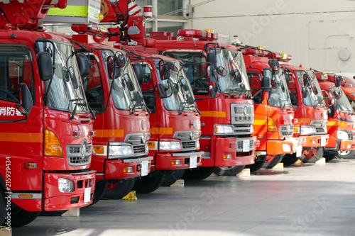 Canvas Print ズラリと並んだ消防車