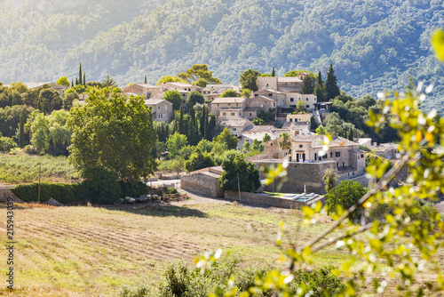 Fotografía  Beautiful landscape the village of Orient, in the mountains of Mallorca