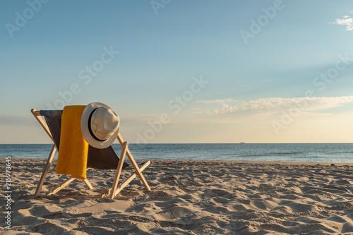 Liegestuhl am Strand - Sonnenuntergang