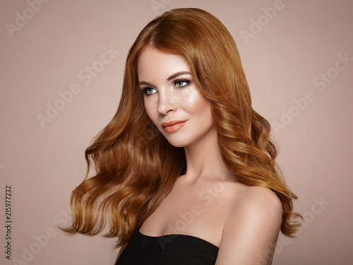 Photo Redhead Girl with Long Healthy and Shiny Curly Hair