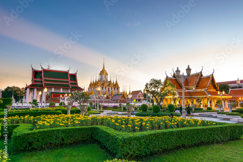 Foto  The only metal castle in the world still at Wat Ratchanadaram Worawihan  in Bangkok, Thailand