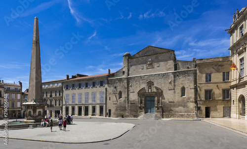 Photo Chapelle Sainte Anne and city hall, Place de la Republique with obelisk in Arles