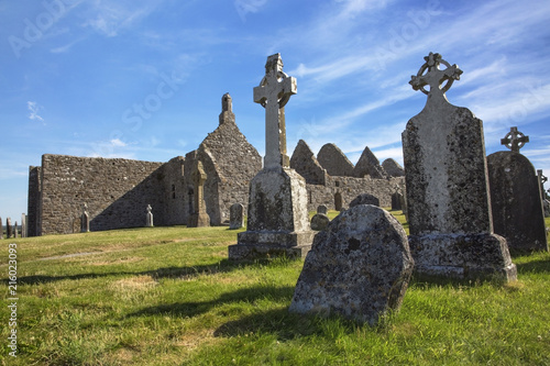 Fotobehang Europa Clonmacnoise Cathedral with the typical crosses and graves