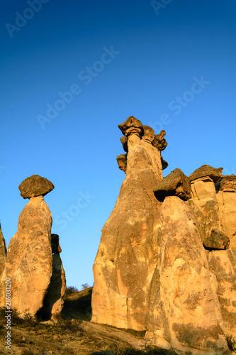 Tuinposter Barcelona Необычные геологические образования в Каппадокии в Турции