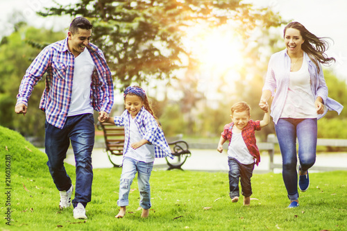 Poster Attraction parc Beautiful family running at the park