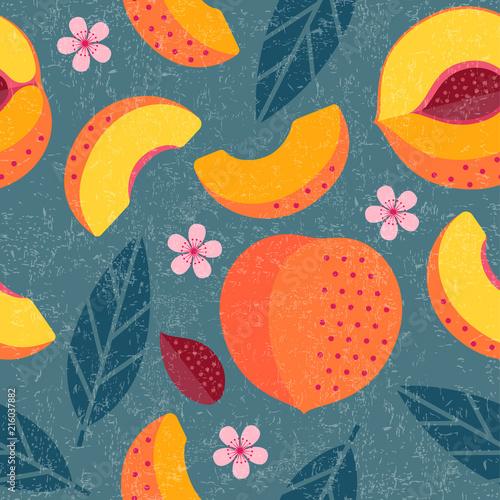wzor-brzoskwinie-cale-i-pokrojone-brzoskwinie-z-liscmi-i-kwiatami-na-podlawym-tle-oryginalna-prosta-plaska-ilustracja-shabby-style