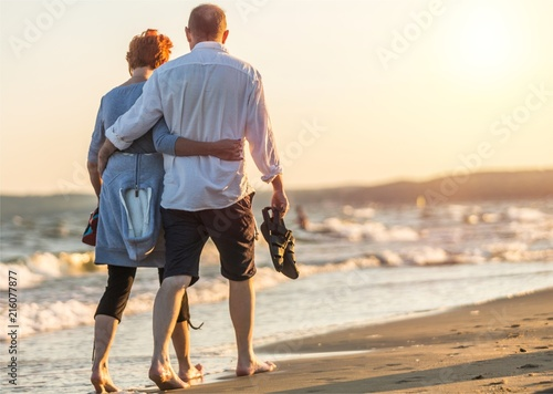 Photo Portrait of an elderly couple hugging