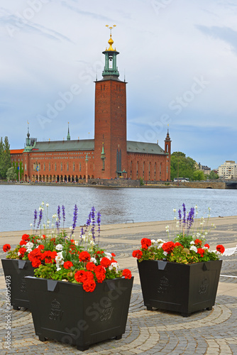 Fotobehang Stockholm Stockholm City Hall (1923), building of Municipal Council for City of Stockholm, on background of flower beds